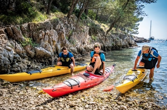 difficulty getting out of kayak